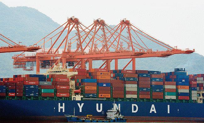 한국 경제 고래 싸움에 새우 등 터질라
