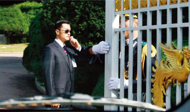 비선 실세에 굽실 대통령경호실을 폐지하라!