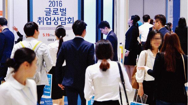 한국 청년, 해외서도 열정페이