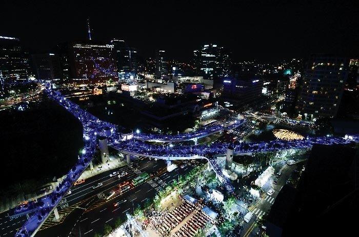 서울로7017의 두 가지 시선/  새로운 서울의 랜드마크 vs 애물단지