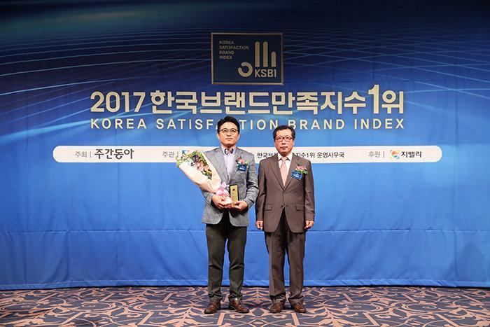 [2017 한국브랜드만족지수1위] 고객의 편의를 최우선으로 생각하는 온라인 전문 여행사, 웹투어