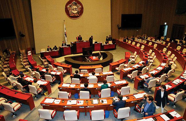 국회를 상·하원 양원제로 개편