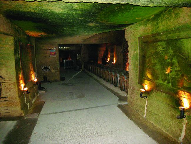 지하 9m, 중세시대 숙성고에서 탄생한 웅장한 맛
