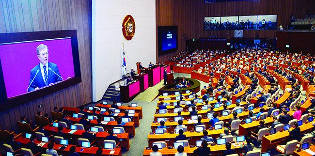 두 달 동안 국회 상임위  이틀 반나절만 열렸다