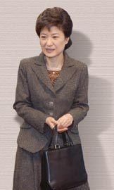 박근혜 구원투수 '기회와 위기'