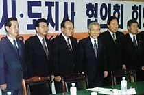 이회창과 김혁규 '가까이 더 가까이'