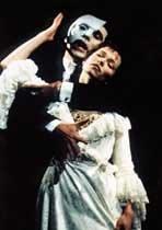 '오페라의 유령'에 홀리나