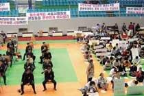 위기일발! 김운용의 '태권도 왕국'