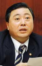 김홍일 의원이 눈물 흘리는 까닭은
