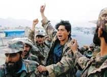 '아프간 재건' 전쟁보다 더 어렵네