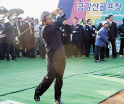 """민족 화합 샷, 통일 퍼팅 """"나이스"""""""