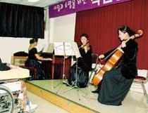 세 자매 '피아노 3중주' 환자 고통 저멀리…