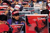 몽둥이로 변신한 '민중의 지팡이'
