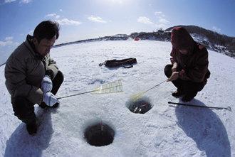 얼음장 밑 '봄'을 낚아볼까나
