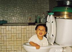 내 아들은 변기 청소 대장!