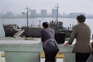 대동강 '명소'된 미 첩보함 푸에블로호