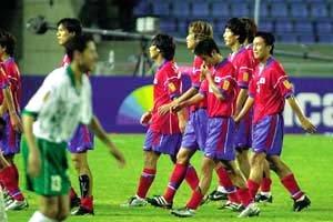 투지만 앞세운 '로봇 축구'는 가라!