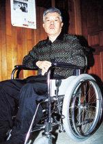 이웃돕기 온정 찾는 부산의 휠체어 시인