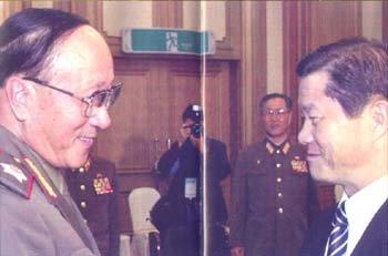 남북한 軍 총부리에 '화해의 꽃' 피는가