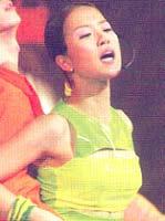 남성 달구는 '살사'춤의 화신 백지영
