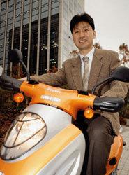 친환경 전기 오토바이 마침내 '부르릉'