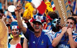 프랑스의 광적 축구 열기 '못 말려'
