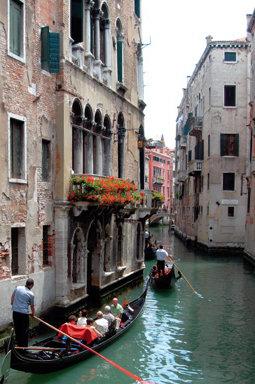 관광객 돈 받아 베네치아 살리자고?