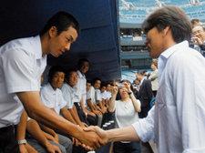 고시엔 야구대회 환상 투구 '손수건 왕자' 사이토 열풍
