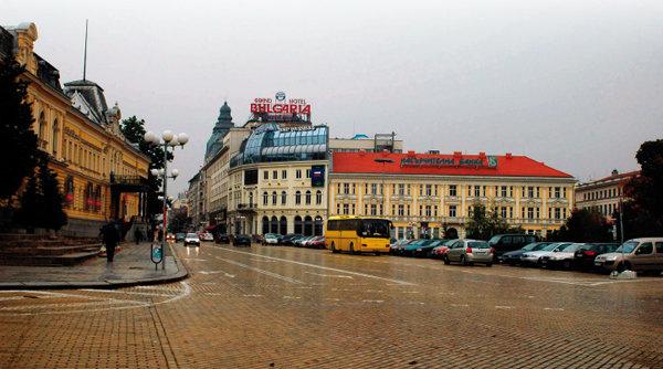작고 아담한 도시, 가을 닮은 거리