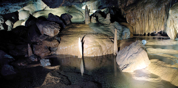 대금굴 '백두대간의 비밀 간직한 자연 박물관'