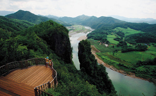 굽이굽이 서강 물길 따라 절경의 파노라마