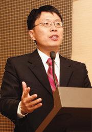 인터넷 경제학 신봉 '천재 IT맨'