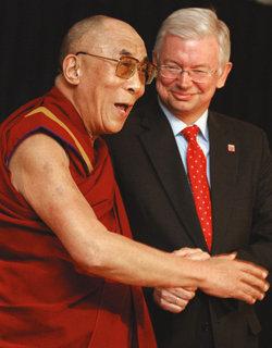 달라이 라마 맞이한 두 얼굴의 독일