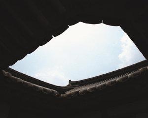 오백년 고택 대청마루 애틋하게 쏟아지는 햇빛