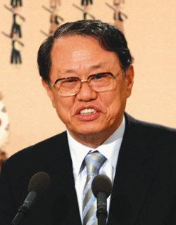 화려한 이력과 인맥 '소통 국정' 의 조타수