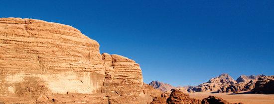 사막 풍경 마음 채우고 베두인 텐트서 낭만 만들고