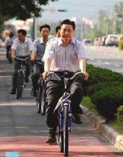 상복 터진 '자전거 시장' 신바람 질주