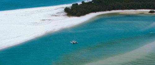 휴양과 레저 만끽 … 바다 위 작은 성