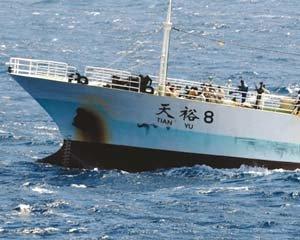 소말리아 해역 상선 보호 '강감찬함' 태극기 휘날리며