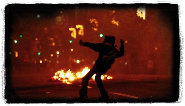 그리스 민주화 진통 끝나지 않았네