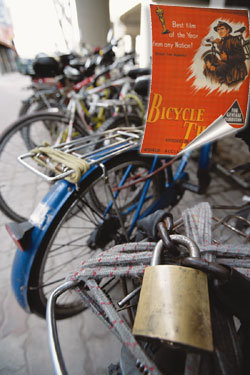 """""""훔쳐간 내 자전거 돌려주세요!"""""""