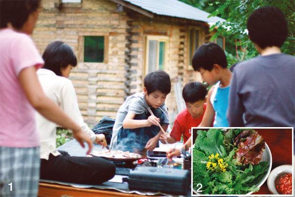 배고파 익힌 요리 솜씨로 밥상 차려내는 아이들