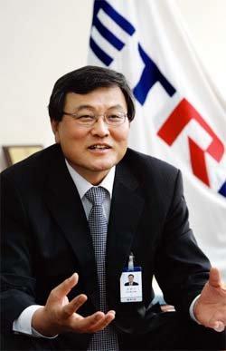 """""""인간 중심 IT융합기술 개발만이 살길"""""""