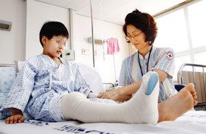 (의료실비보험) 10월부터 보장한도 축소 '부부가입'하면 보험료 절약