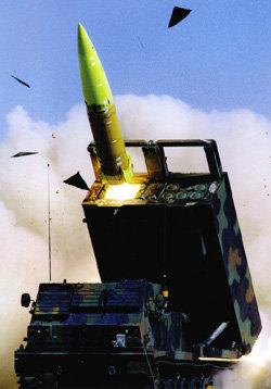'딱총' 쏘는 한국 육군 자탄(子彈) 없는 유도탄 개발해야
