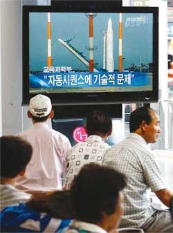 7분56초에서 멈춘 꿈 … 나로호 발사 일곱 번째 연기 外