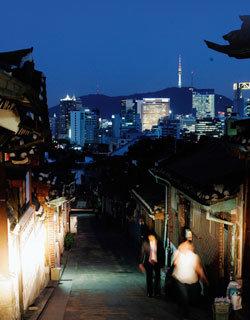 서울은 지금 두 얼굴로 숨쉰다