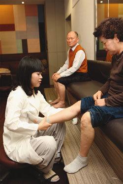 무릎 주위 조직 강화 수술 없이도 관절질환이 말끔