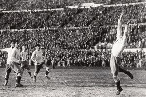 축구공은 둥글고 시대 의미는 변했다