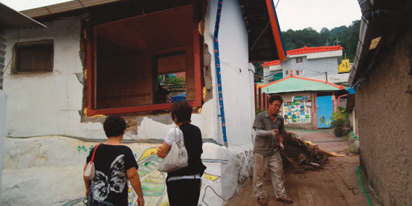 김탁구 마을 주민들 '한숨 소리'